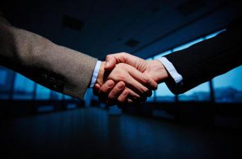 Preciso de um sócio para abrir uma empresa? Conheça suas opções.